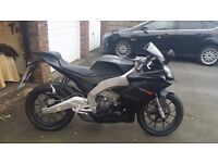 Black 2015 Aprilia Rs4 125cc motorbike