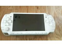 PSP 2003 white slim plus 2 games
