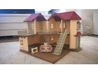 Sylvanian Families Beechwood Hall, excellent condition