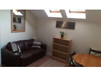 Lovely, freshly refurbished 2 bed 2nd floor flat (fully furnished)