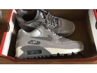 Woman's Nike air max size 4