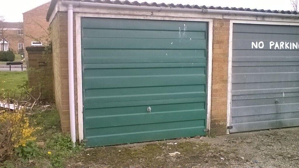 Garage to let in Bracknell