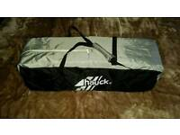 Hauck travel cot in black and grey