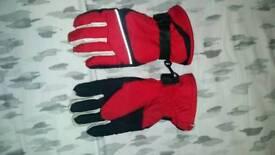 Kids medium gloves
