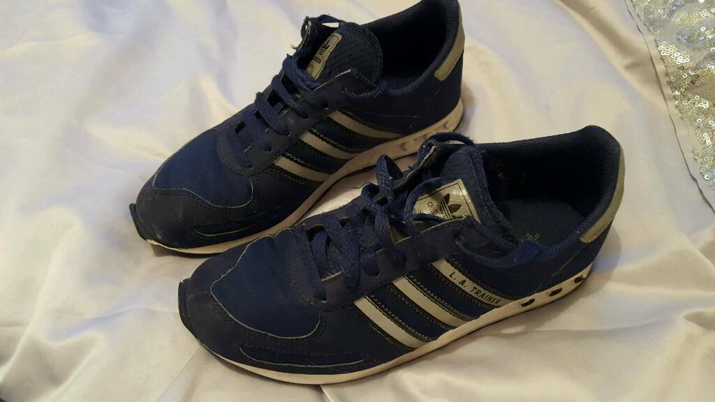 Boys Adidas Navy LA Trainer Size 3