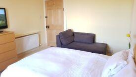 Bright spacias Bedroom to let
