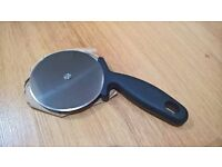 BRAND NEW PIZZA WHEEL CUTTER