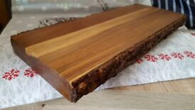 ATTRACTIVE WOODEN CHOPPING BOARD/SERVING BOARD