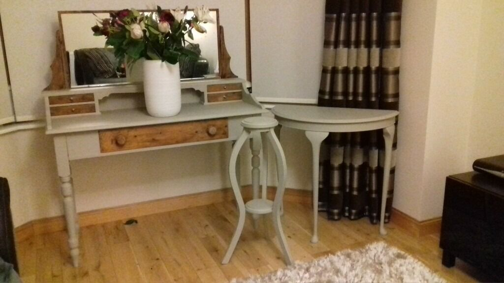 Absolutely stunning desk/dressing table from 1950. Lovely Restored in chalk paintin Inverurie, AberdeenshireGumtree - Stunning dressing table from 1950 65 years old Lovenly Restored in chalk paint All original fittings Can deliver if required Can be used as statement price of furniture with or without mirror attachment