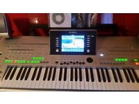 Yamaha Tyros 3 Keyboard with Subwoofer and Speakers