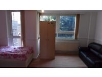 NO FEE!! ROOM WITH A SOFA! 2 BATHROOMS IN THE FLAT! 15 MIN FROM BANK WITH DLR! ALL BILLS INCLUDED!!