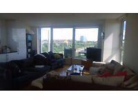 Large double room en-suite with friendly flatmates