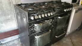 Cooker free standing