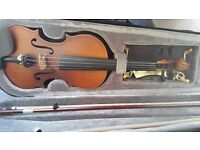 1/2 violin perfect for beginners good condition with 2 bows (one brand new) and shoulder rest, rosin