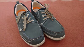 Men's casual shoes, size 10