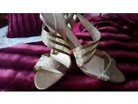 Beautiful shoes size 7