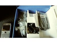 brand new nokia e72,genuine nokia coming with car holdre and phone case