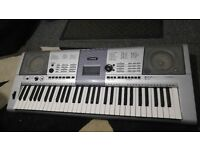Yamaha PSR-E403 - Portable Keyboard & Synthesiser - 61 Touch Sensitive Full Size Keys