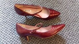 Dune size 7 good condition. Worn once.