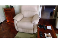 3 Piece leather suite cream 2 electric recliner armchairs 3 seater settee manual recliners £350 ono
