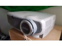 Canon LV 7260 Projector HD 2000 lumens. Zoom lens and keystone correction. 90% remaining lamp life