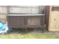 5ft RABBIT HUTCH BRAND NEW £70