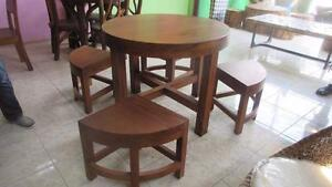 Table ronde + 4 chaises Bois Massif Suar -Indonésie // Round Table + 4 Chairs, Solid Suar Wood - Indonesia