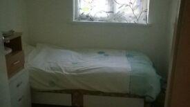 Room To Rent ***