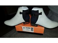 Ladies size 6 river island monochrome boots
