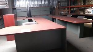 Tables et Bureaux Sur Mesure - Personnalisation Poste de Travail