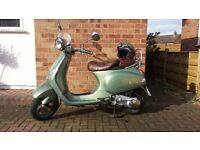 Piaggio Vespa LXV 125. Low mileage. Good condition (limited edition).
