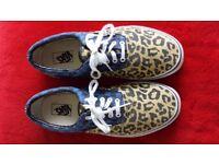 Vans - Blue check and leopard print design - Size 11