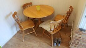 Dining table w/ 4 chairs - ideal for doing up!