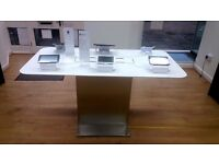 SAMSUNG APPLE MOBILE PHONE RETAIL DISPLAY TABLE