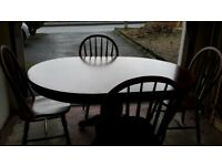 Gorgeous Extendable Dining Room Table and 4 Chairs