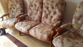Cintique 2 seater and 2 chairs living room conservatory perfect condition