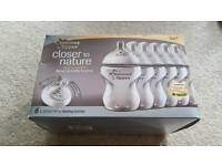 Baby feeding set including 6 Tommee Tippee bottles, feeding pots and Sink drainer board