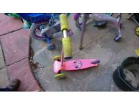 Move N Groove Minnie Mouse Scooter,