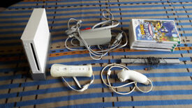 Nintendo Wii bundle - Wii with five games - Very good condition.