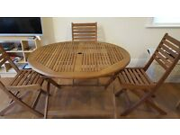 Garden set, wood 110 Cm diameter table and 4 chairs, in a great condition