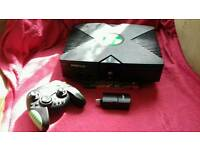 XBOX ORIGINAL CONSOLE & 600 GAMES INSTALLED & WIRELESS CONTROLLER