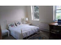 a lovely double room in the house (Wimbledon station 2 min walk ))