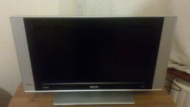 PHILIPS 26 INCH TV WITH REMOTE