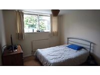 Lovely Double Bedroom in Ealing Brodway