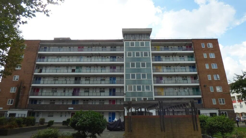 Oppida are pleased to offer this newly refurbished 2 bedroom property minutes walk from Old Kent Rd
