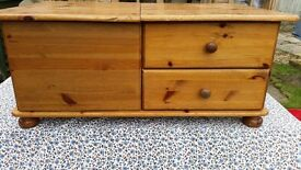 PINE COFFEE TABLE WITH 2 DRAWERS/ T.V. TABLE