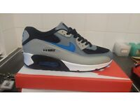 New nike air max trainers size 7