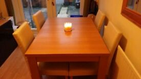 Extendable table light wood and 6 cream faux leather chairs