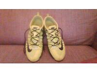 Nike cross trainers worn twice