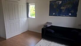 fully furnished studio flat in the heart of the west end- £ 370 per month